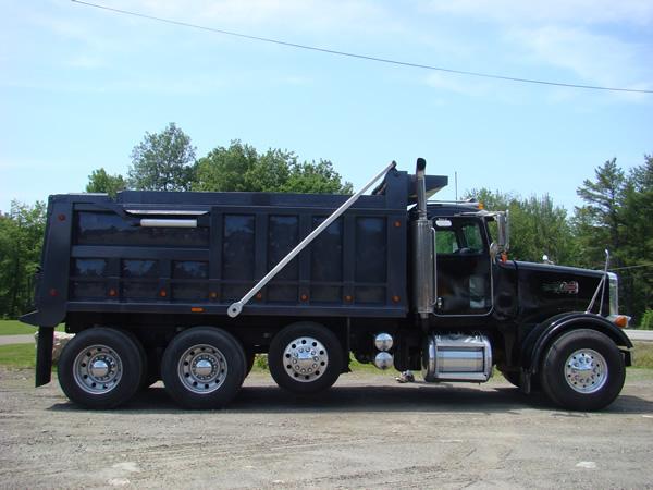 Komatsu pc200lc excavator w 1 cu yard road tractor with 55 ton lowbed